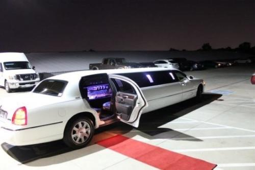 Lincoln Town Car Stretch Limo White 1