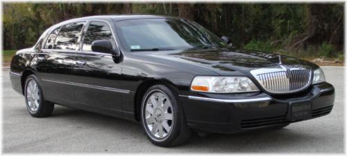 Lincoln Town Car Sedan 1